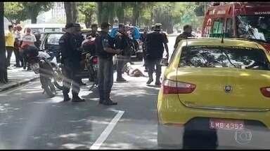 Assalto a loja termina com tiroteio na Lagoa, no Rio de Janeiro - Em Ipanema, bandidos assaltaram uma loja de celular, assaltante fugiu num táxi e foi baleado na Lagoa. Houve tiroteio também em Laranjeiras e Nova Iguaçu.