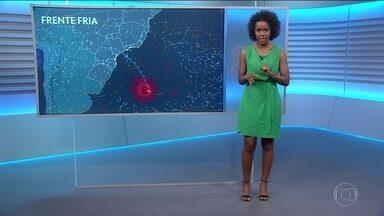 Confira a previsão do tempo para este sábado (14) em todo o Brasil - A frente fria chega aos estados do Rio de Janeiro, São Paulo e Paraná. No Rio Grande do Sul, a chuva deve dar uma trégua.