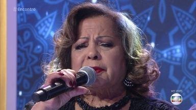 Ângela Maria canta 'Sentado à Beira do Caminho' - Cantora lança trabalho com músicas de Roberto Carlos