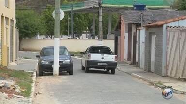 De Olho Na Rua: postes no meio da rua atrapalham motoristas em Itajubá, MG - De Olho Na Rua: postes no meio da rua atrapalham motoristas em Itajubá, MG