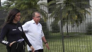 Fiscais do Inmetro são presos acusados de receber propina para não multar postos em GO - Mais de 30 policiais federais ocuparam a sede do Inmetro em Goiânia para cumprir mandados de busca e apreensão.