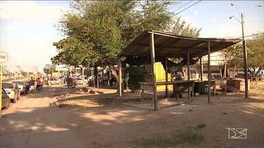 Ocupação irregular dos espaços públicos tem se agravado em Santa Inês - Pouco ou quase nada tem sido feito pelos gestores públicos para resolver o problema