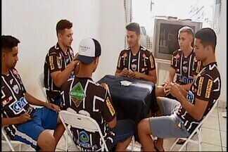 Classificado para a final do Mineiro sub-20, Araxá dá folga no início do trabalho - Bem na tabela, time garante vaga na final do Estadual mesmo com derrota, e folga na volta ao trabalho faz parte do planejamento