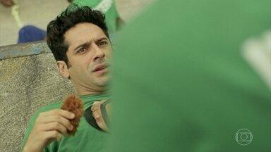 Agnaldo é ameaçado na prisão - Bandidos exigem dólares e entregam parte do ursinho do ex-recepcionista do Carioca Palace