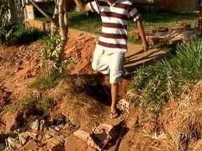 Moradores de Piquerobi enfrentam transtornos em chegada e saída de casa - Problema ocorre no bairro Jardim Alvorada.
