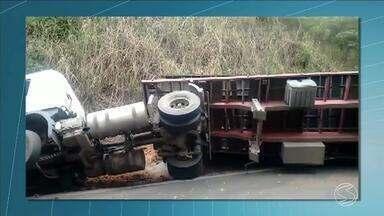 Tombamentos de carretas chega a 36 só este ano na Serra das Araras, em Piraí, RJ - Último acidente aconteceu na manhã desta terça-feira. O trânsito foi lento na subida e na descida da serra.