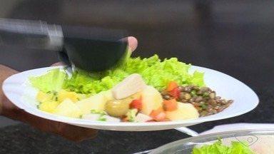 Médico do ES fala sobre alimentos e digestão - Na hora de comer, é melhor parar um pouco e desacelerar.