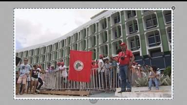Destaques do dia: Membros do MST fazem protesto na Secretaria de Educação do Estado - Confira outros fatos que foram destaque nesta terça-feira (17).