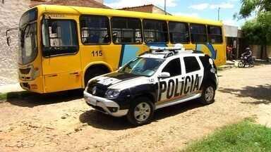 Moradores do Bairro Antônio Vieira, em Juazeiro, reclamam da insegurança - Assaltos a ônibus e a passageiros nas paradas tornaram-se frequentes na região