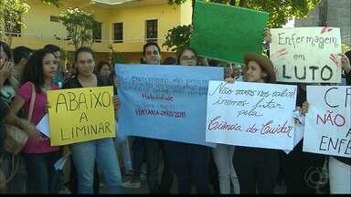JPB2JP: Enfermeiros e estudantes de Enfermagem fazem protesto na Capital - Contra limitação de atividades profissionais.