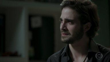 Ruy desabafa com Amaro sobre resultado de DNA - Ele afirma que Ruyzinho é seu filho e decide guardar segredo sobre exame