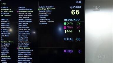 CCJ aprova o relatório que pede rejeição da denúncia contra Temer - Relatório foi aprovado por 39 votos a 26, com uma abstenção.Parecer segue agora para ser votado no plenário da Câmara.