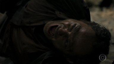 Jonas provoca uma explosão e é soterrado - Clara e Josafá se desesperam. Após o enterro, Mercedes pede para conversar com Clara