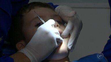 Projeto em Bauru disponibiliza tratamento dentário especializado para crianças autistas - Uma organização não governamental em Bauru oferece tratamento dentário de graça para crianças diagnosticadas com transtorno do espectro autista. Desde o início do projeto em 2016, 140 tratamentos já foram realizados por dentistas voluntários.
