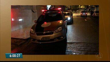 Bandidos invadem casa em Jaguaribe e ameaçam quatro pessoas - Entre as pessoas que estavam na casa tinha uma mulher que tinha acabado de chegar do hospital.