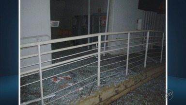Bandidos explodem agência bancária em Delfinópolis, MG - Bandidos explodem agência bancária em Delfinópolis, MG