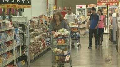 Supermercados paulistas registram queda de 3% no preço dos alimentos - Redução é a maior em 11 anos, aponta levantamento.