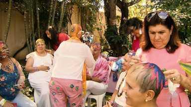 Grupo de mulheres encontra na arte uma forma de enfrentar o câncer de mama - Conheça a história do projeto 'Cabeças Pintadas'.
