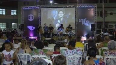 Moradores de Nova Brasília, em Cariacica, assistem à estreia da novela das 9 em praça - Estrutura foi montada pela TV Gazeta para evento.