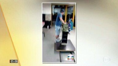 Quadrilha faz imagens dos últimos preparativos para assalto bilionário a banco em SP - Os policiais apreenderam 20 celulares usados para gravar vídeos que mostravam o andamento dos trabalhos na oficina na zona norte da cidade. Os bandidos cavaram um túnel para roubar o cofre da agência do Banco do Brasil.