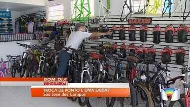 Comerciantes mudam de ponto para economizar com imóveis - Prática tem sido adotada por muitos comerciantes em São José.