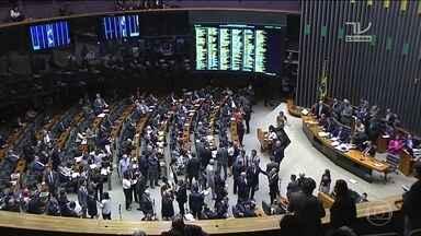 Câmara barra segunda denúncia contra Michel Temer - Por 251 votos a 233, o plenário da Câmara seguiu o relator da CCJ e decidiu não dar prosseguimento à denúncia da Procuradoria-Geral da República contra o presidente.