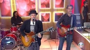 Leoni canta 'As Cartas Que Eu Não Mando' - Cantor faz show com repertório escolhido pelos fãs nas redes sociais