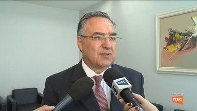 Governador de SC recebe alta de hospital em Florianópolis - Governador de SC recebe alta de hospital em Florianópolis