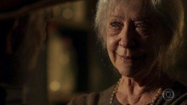 Mercedes convence Josafá a não agir contra Gael - Avô de Clara não se conforma com agressão que ela sofreu