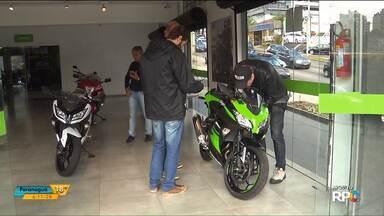 Polícia prende donos de loja de motos suspeitos de aplicar golpes em clientes - De acordo com a polícia, o que motivou a prisão foi a possibilidade de fuga.