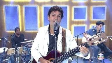 Jorce Vercillo canta 'Ela Une Todas as Coisas' - Cantor se apresenta no palco do 'Encontro'