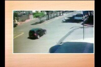Idosa morre atropelada em Santo Ângelo, RS - Imagens de câmera de videomonitoramento mostram o momento do acidente.