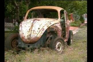 Prefeitura de Santa Rosa, RS, fiscaliza carros abandonados na cidade - As denúncias podem ser feitas na prefeitura pelo fone 3511 5100.