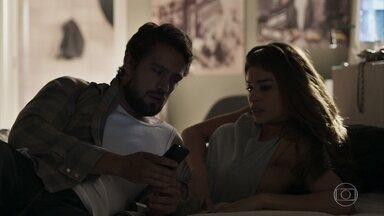 Clara pede para Renato levá-la até Pedra Santa - Lívia não gosta