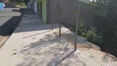 Até Quando?: Buraco em calçada de Limeira incomoda moradores da cidade - Problema está no bairro Vila Camargo.
