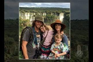 Família dos EUA chega à cidade de Breves, após resgate no Marajó - Casal e duas filhas desapareceram na madrugada de segunda (30) após ataque de piratas a balsa. Eles ficaram escondidos na mata e só foram encontrados na tarde de quarta-feira (1°).