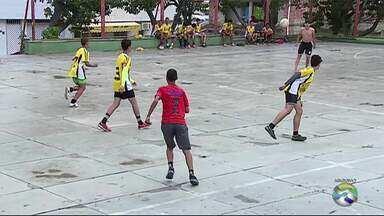 Projeto social em Caruaru reúne jovens que praticam futsal - Projeto acontece no bairro Petrópolis