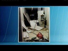 Polícia procura por bandidos que explodiram caixas eletrônicos em Capitão Andrade - Quatro homens chegaram armados em motos.