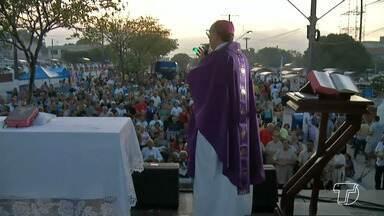 Tradicional missa de finados reúne pessoas em oração no cemitério central de Santarém - A celebração foi celebrada pelo bispo da Diocese, Dom Flávio Giovenalle.