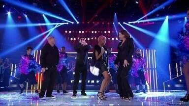 """Karol Conka canta """"Tombei"""" - Cantora é selecionada através de um game show no programa do Silvio"""