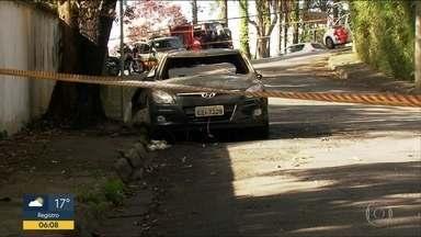 Polícia suspeita de ligação entre casos de corpos carbonizados no Morumbi - Dois corpos foram achados queimados no porta-malas de carros na madrugada de quarta e quinta-feira. Cápsulas de balas encontradas perto dos veículos têm o mesmo calibre.