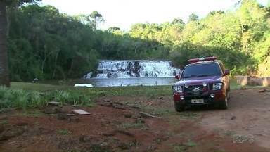 Duas pessoas morrem afogadas em rios de Ponta Grossa e Cascavel - Um pai se afogou depois de salvar o filho que tinha caído em um rio, em Ponta Grossa.