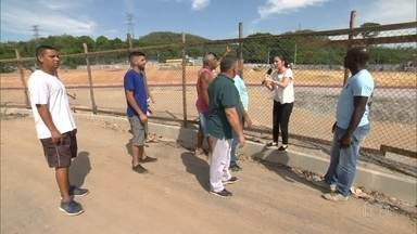 RJ Móvel vai a Nova Iguaçu cobrar área de lazer no bairro Cobrex - Prefeitura prometeu construir praça com brinquedos em local que só tinha lixo
