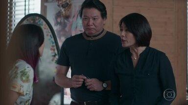 Tina se desespera com a decisão de Mitsuko - Mitsuko avisa que Tina vai para o Japão morar com a tia e cursar medicina