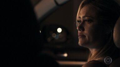 Samuel dispensa Suzy após jantar - A loira pede que o doutor prove que gosta dela