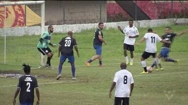 Estádio do Jabaquara recebe futebol beneficente - A entrada da partida era 1kg de alimento.