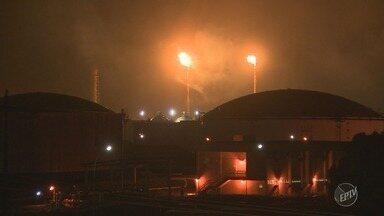 Cetesb autua Petrobras em R$ 1 milhão por 'intensa emissão de poluentes' em Paulínia - Órgão determina que Replan deve 'adotar providências para impedir a emissão de poluentes na atmosfera durante a partida das unidades produtivas.'
