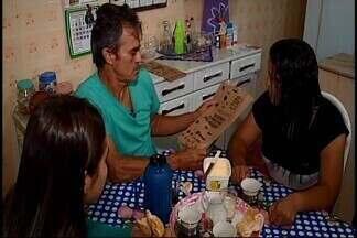 Em Araxá, embalagens de pão tem poesia - As embalagens trazem versos e frases dos escritores que vão participar do Fliaraxá. O evento acontece de 15 a 19 de novembro, no Parque do Barreiro.