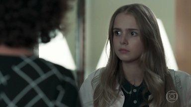 Marta convida Clara para morar em sua casa com Luís - Depois de discutir com Malu, Clara procura Luís e implora para ir morar com o pai