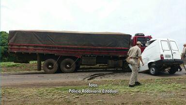 Homem morre depois de bater carro em um caminhão na PR 540 - O motorista do caminhão não se feriu.